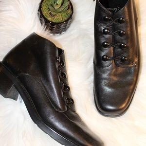 Black leather faux-button zip ankle boots!